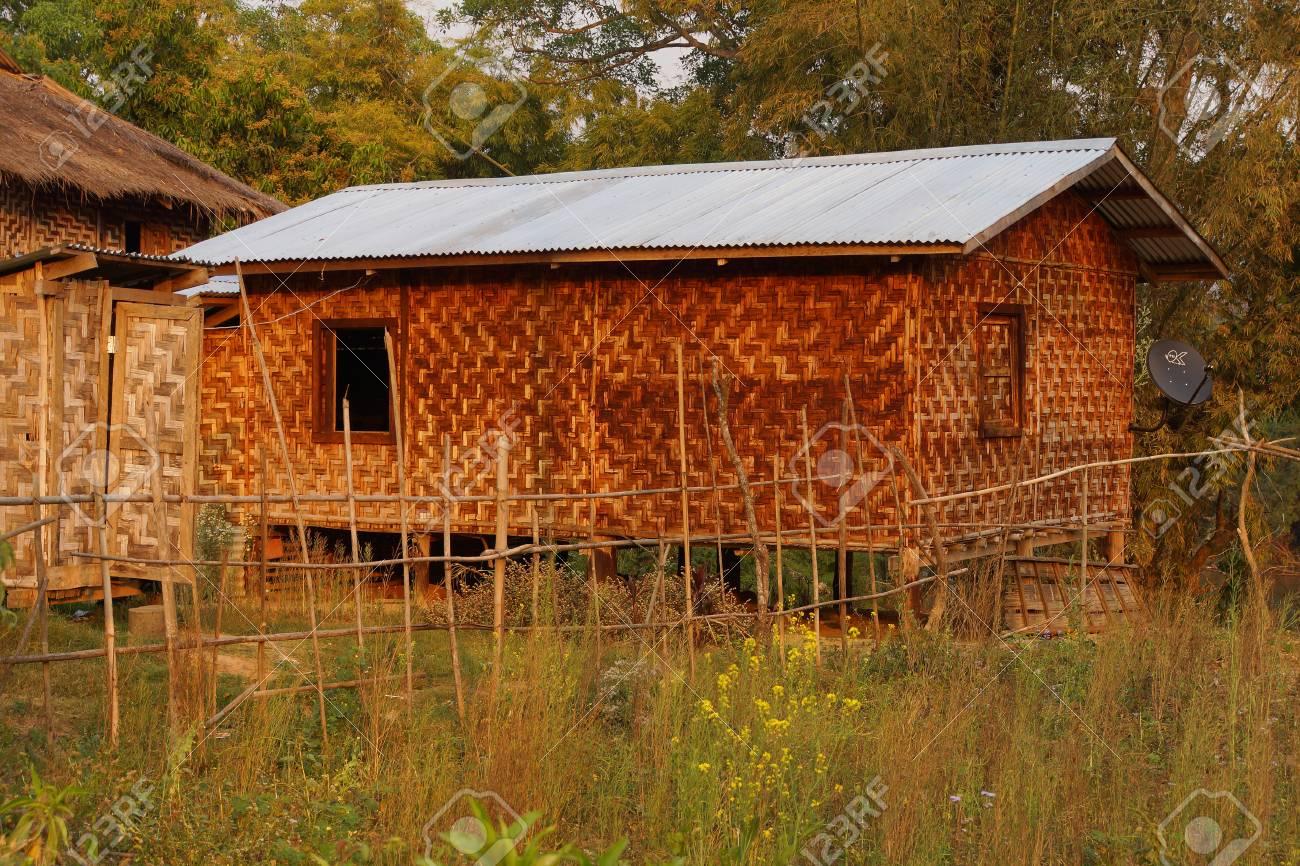 Verschiedene Haus Auf Stelzen Beste Wahl Standard-bild - Traditionelle Shan In Ländlichen Dorf