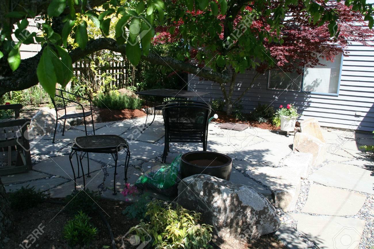 Schieferfliesen Terrasse In Seattle Garten Lizenzfreie Fotos Bilder