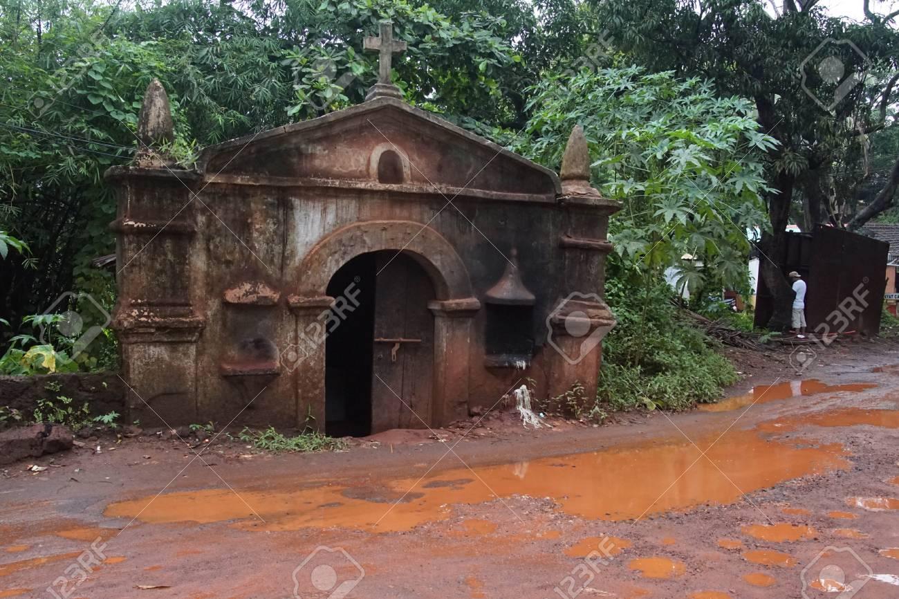 Sunken building on monsoon soaked street, Calangute, Goa, India - 95121599