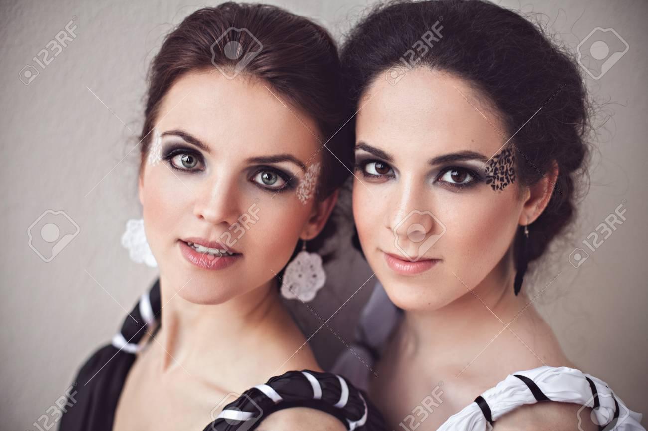 Maquillaje para vestidos blanco y negro