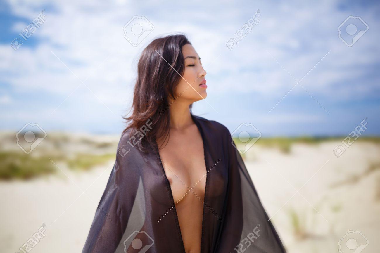 wuste madchen nackt