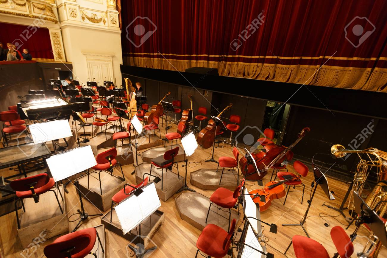 Dresdn オペラハウスでオーケス...