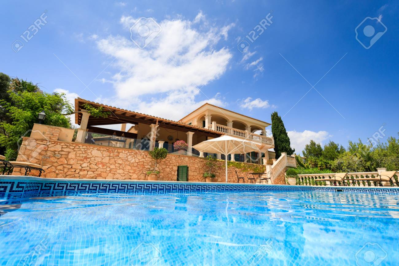 The private spanish house in summer - 105286135