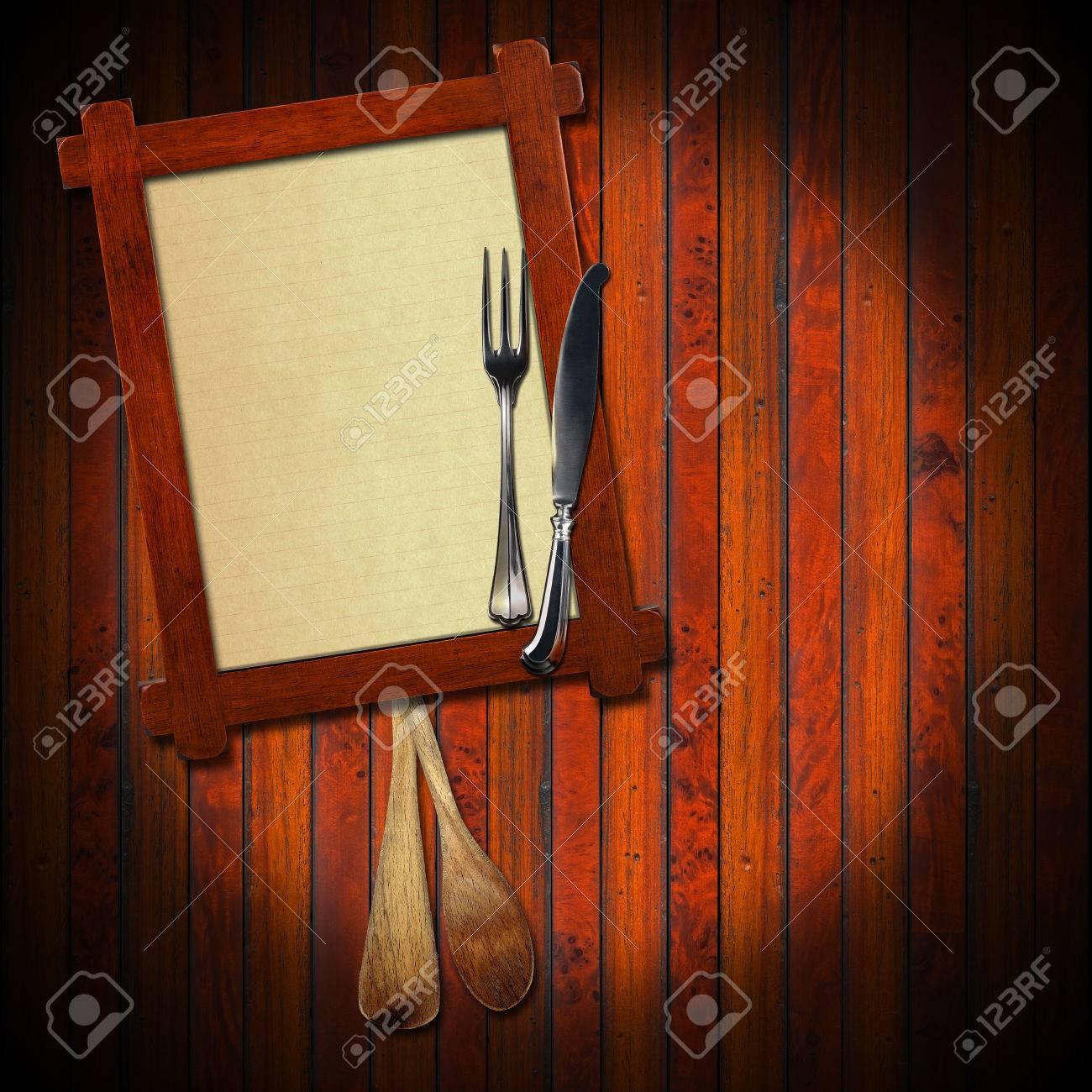 Holzrahmen Mit Einem Leeren Blatt Papier, Zwei Holzlöffel Und ...