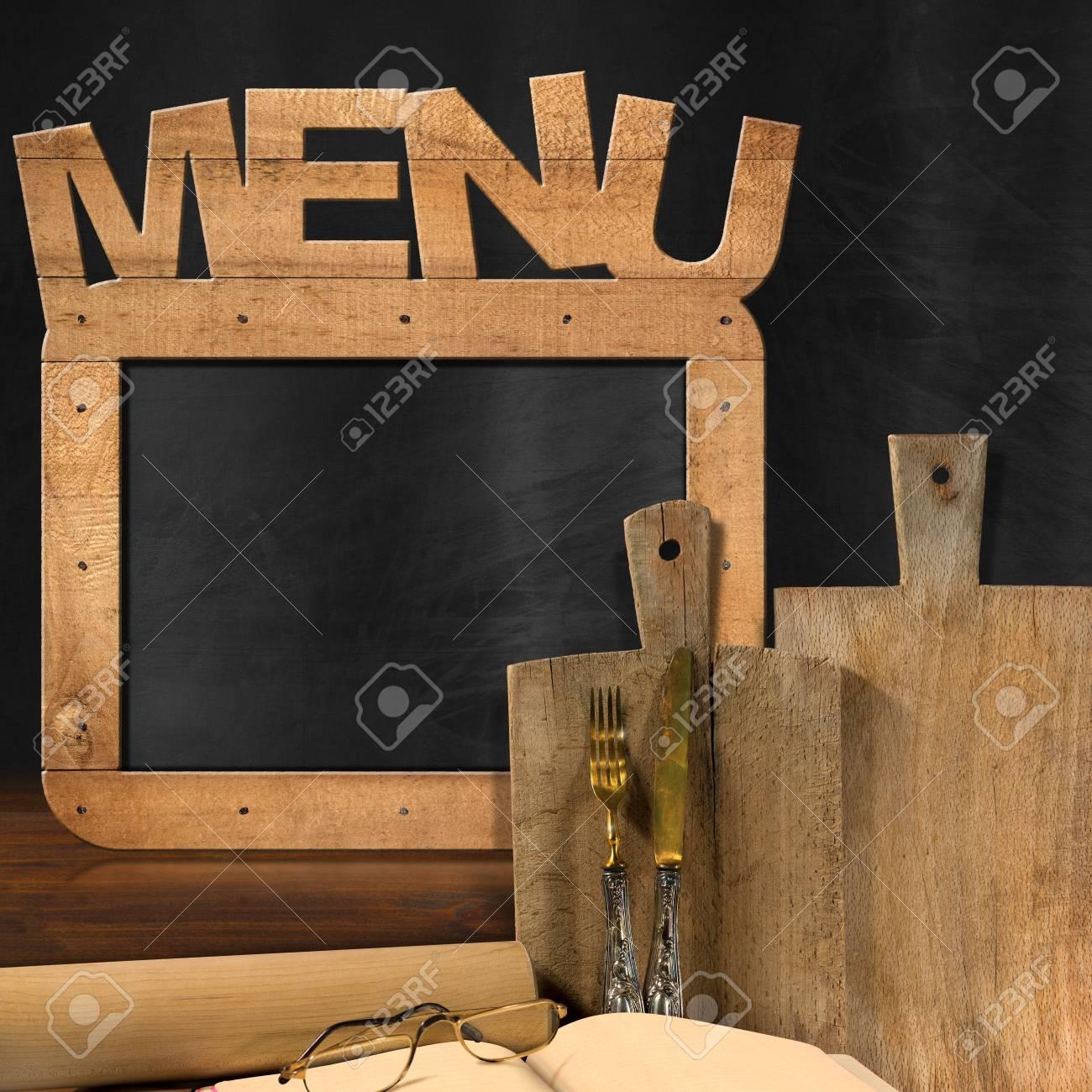 Pizarra Vacía Con Marco De Madera Y Menú De Texto En La Cocina Con ...