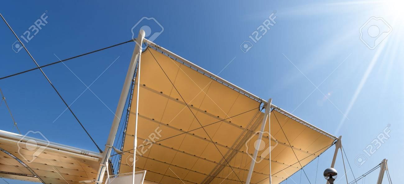 Detalle De Una Estructura Moderna A La Tracción, Techo De Tela De ...