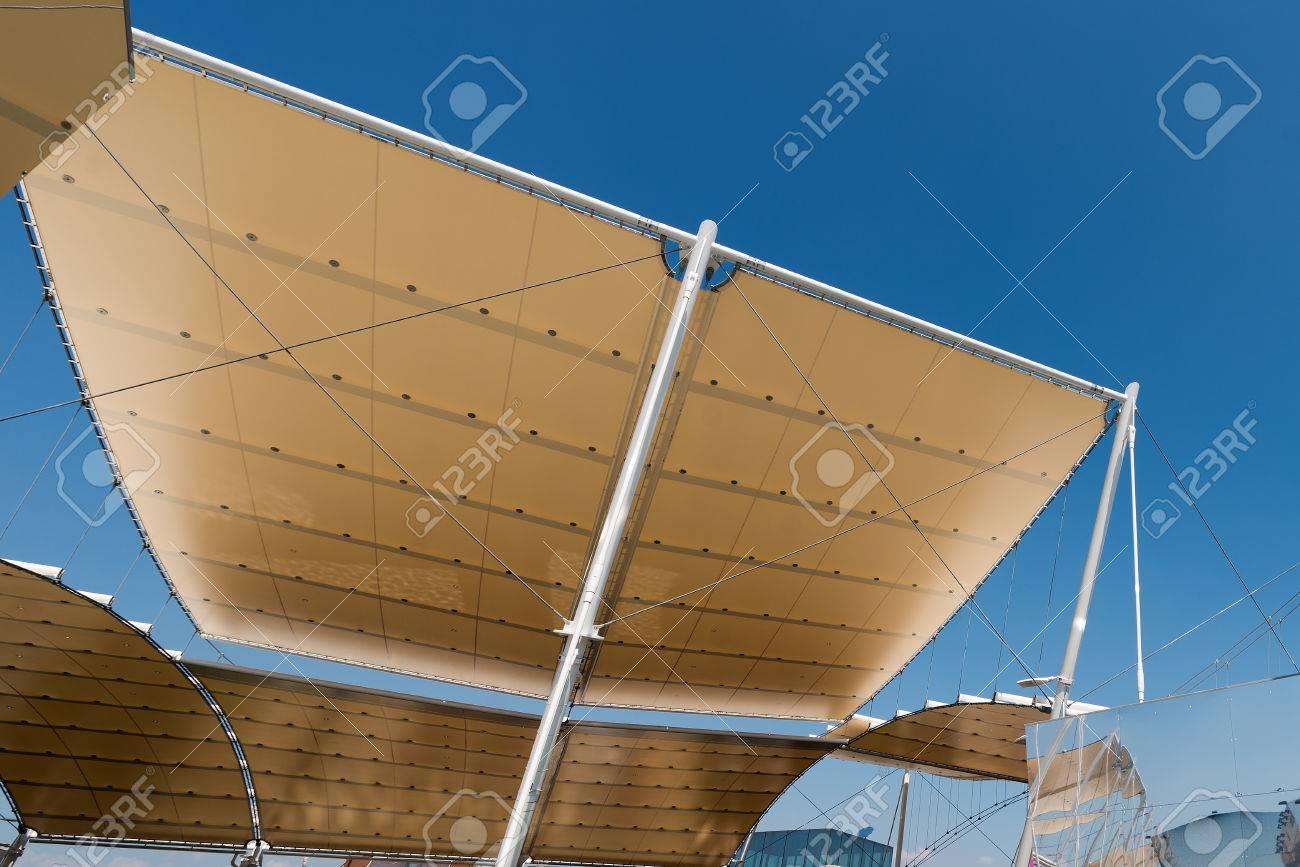 Detalle De Una Estructura Moderna A La Tracción, Techo De Membrana ...