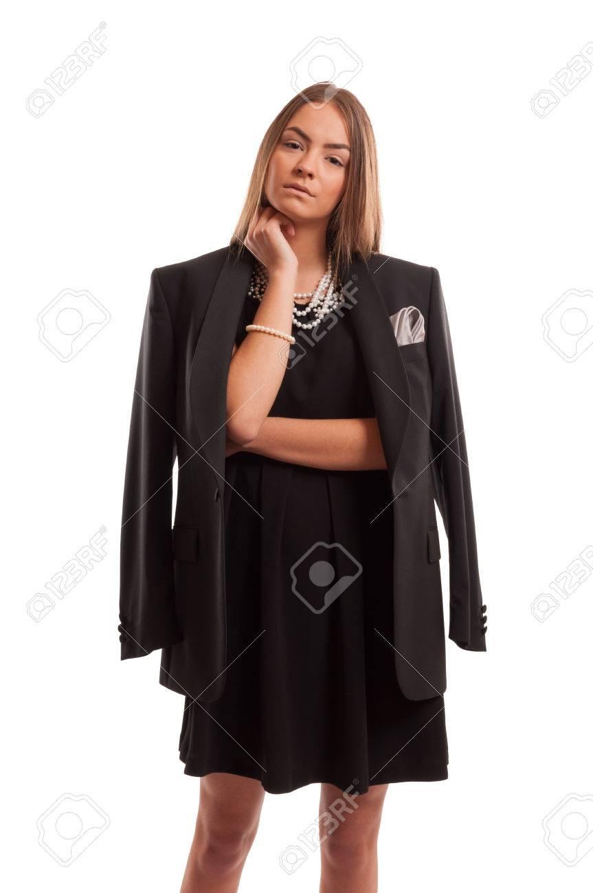 1095a8cdb330c castaño de Mujer vestido su con de de joven Foto actitud de chaqueta y una  negro ...