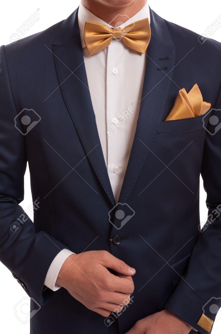 descuento renombre mundial para toda la familia Traje caro, corbata de lazo de oro y elegante pañuelo.
