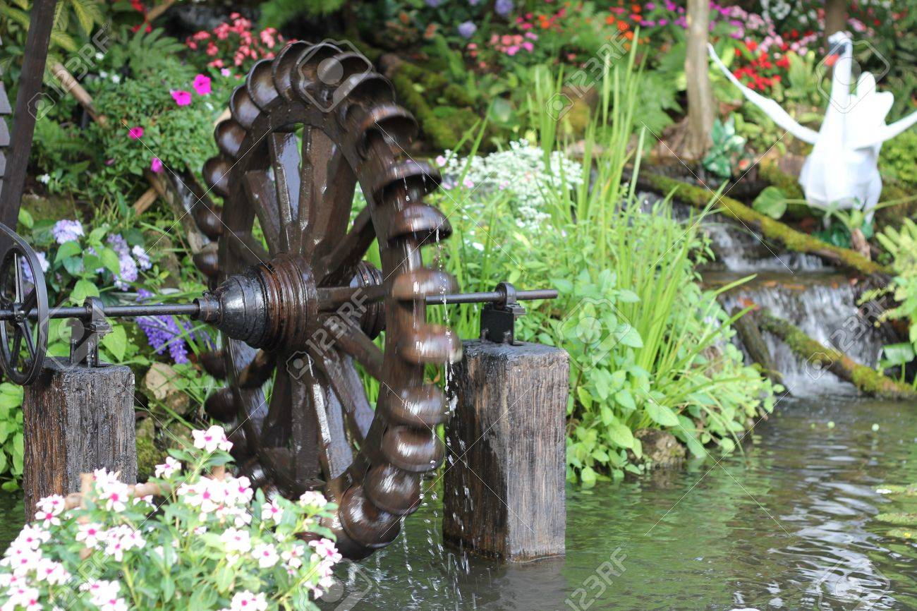 Garden Water Wheel Stock Photo   17291055