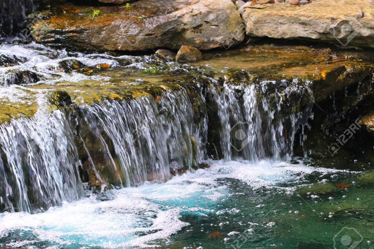 Laghetto Con Cascata Da Giardino : Immagini stock stagno cascade un laghetto da giardino supporta