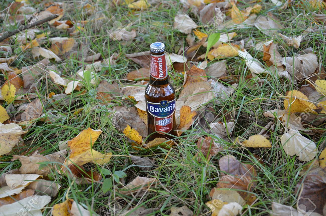 自然の非アルコール ビールの瓶...