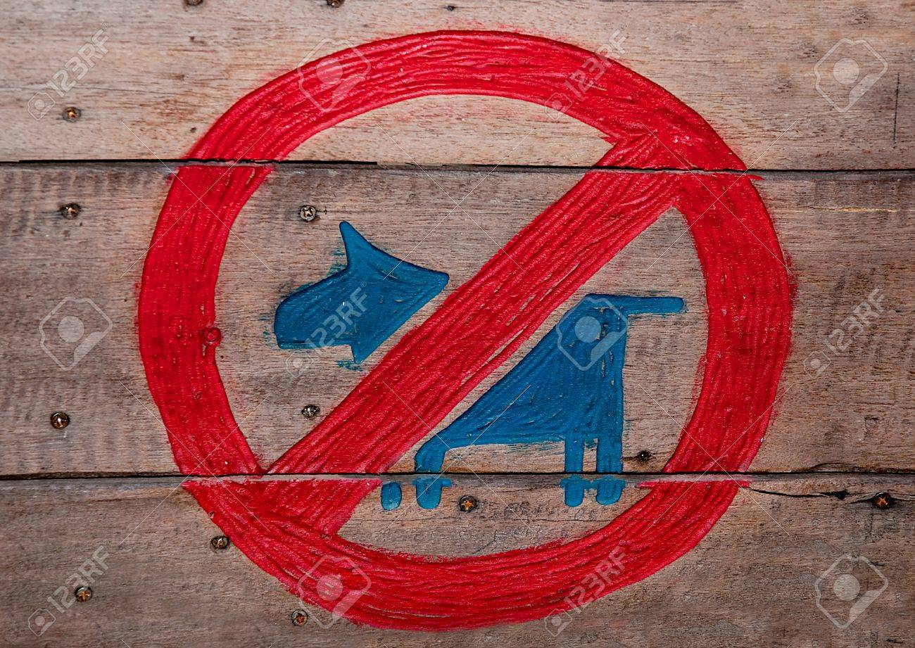 The Sign of no dog  on wood background Stock Photo - 14404390