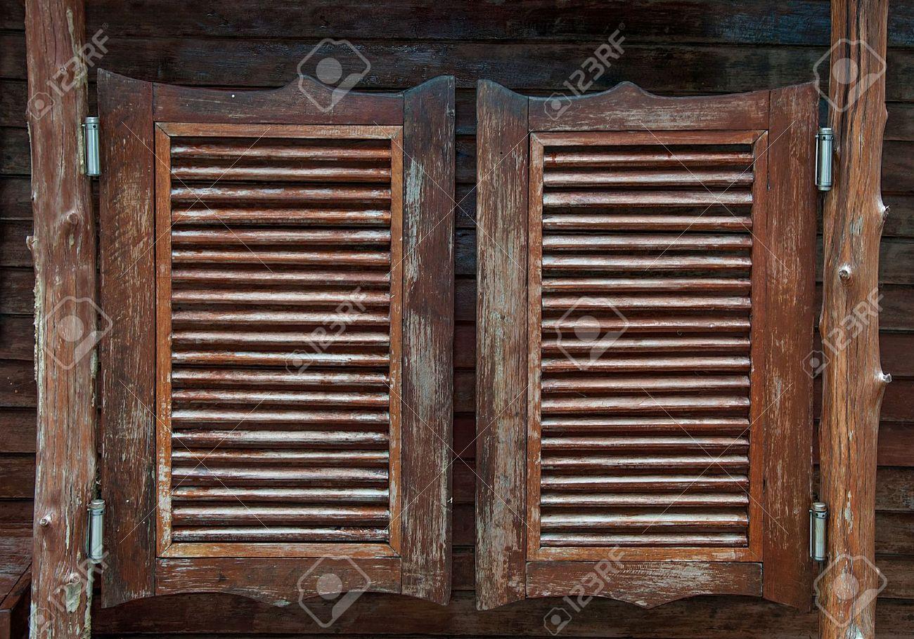 Маятниковые двери: характеристики и применение 26