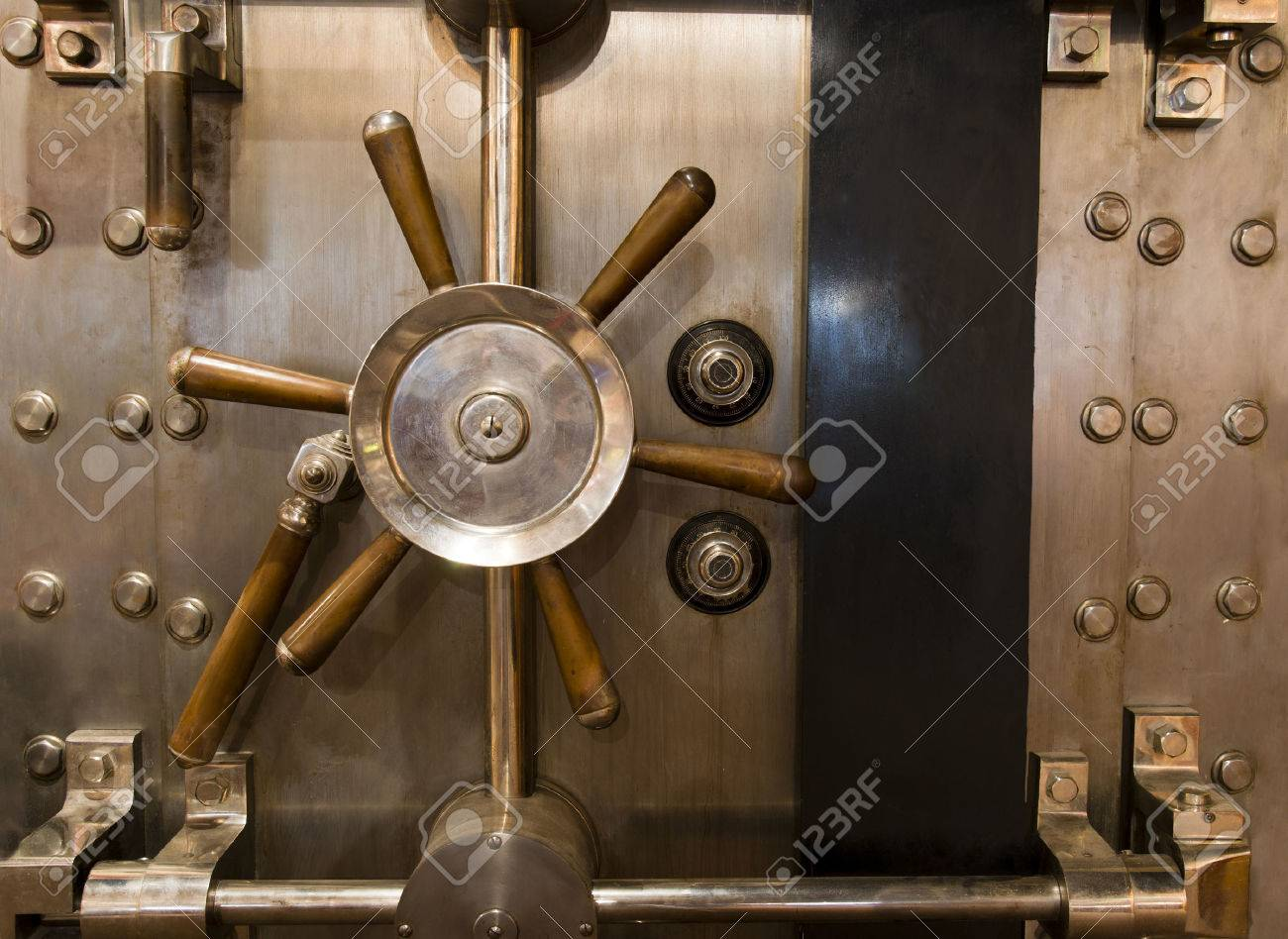 Locked bank vault door in retail store Stock Photo - 22763633 - Locked Bank Vault Door In Retail Store Stock Photo, Picture And