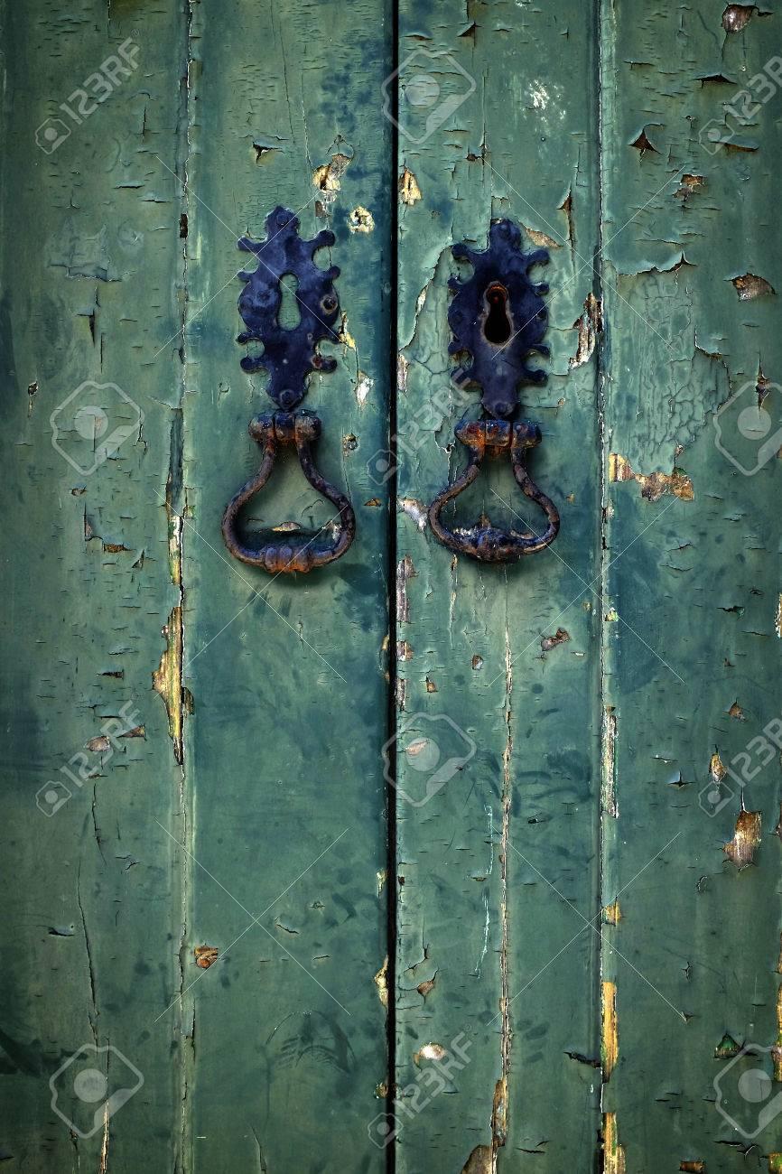 Deux Porte Noire Poignées Vieilles Portes En Bois Vert Banque D ...