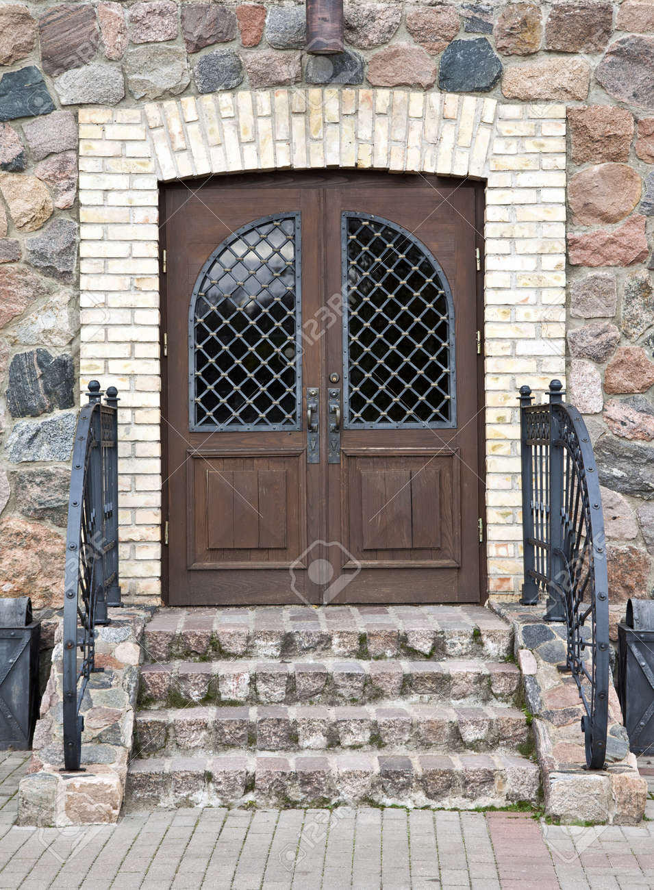 quality design 5a88c 1d85f Front door of a old mansion with decorative metal handrail