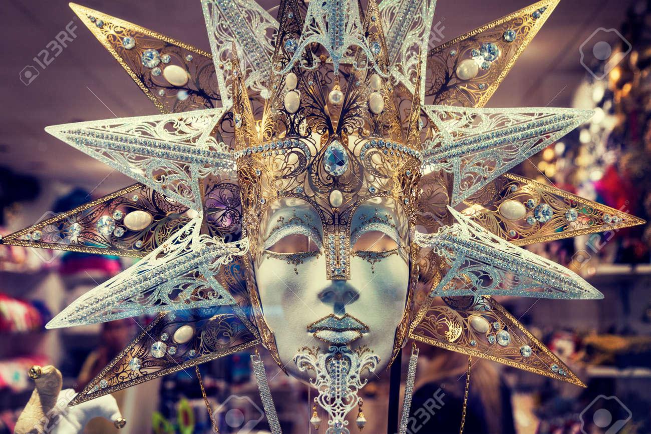 Cierre De La Máscara Del Carnaval Tradicional De Lujo En Venecia ...