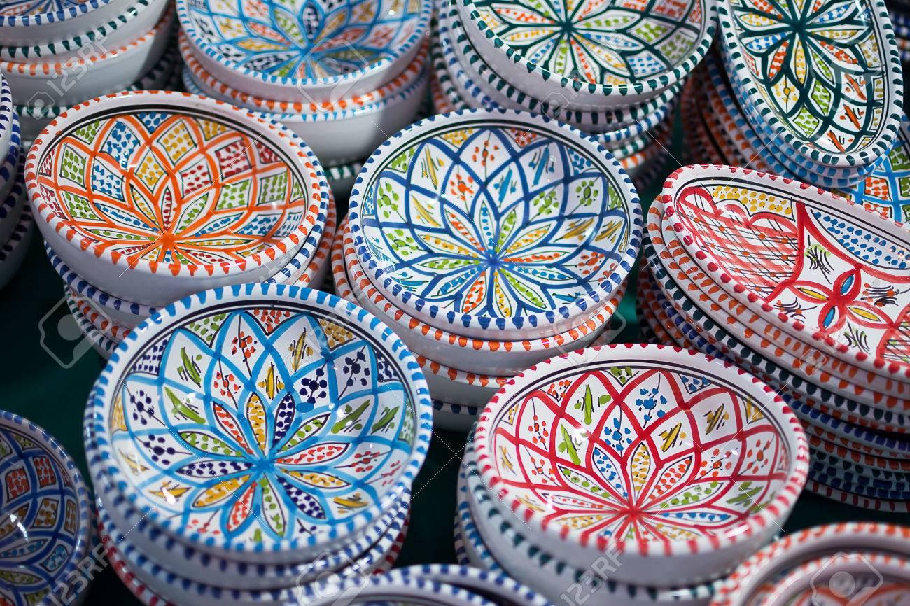Le Style Ethnique les vases en céramique sont de différentes couleurs dans le style
