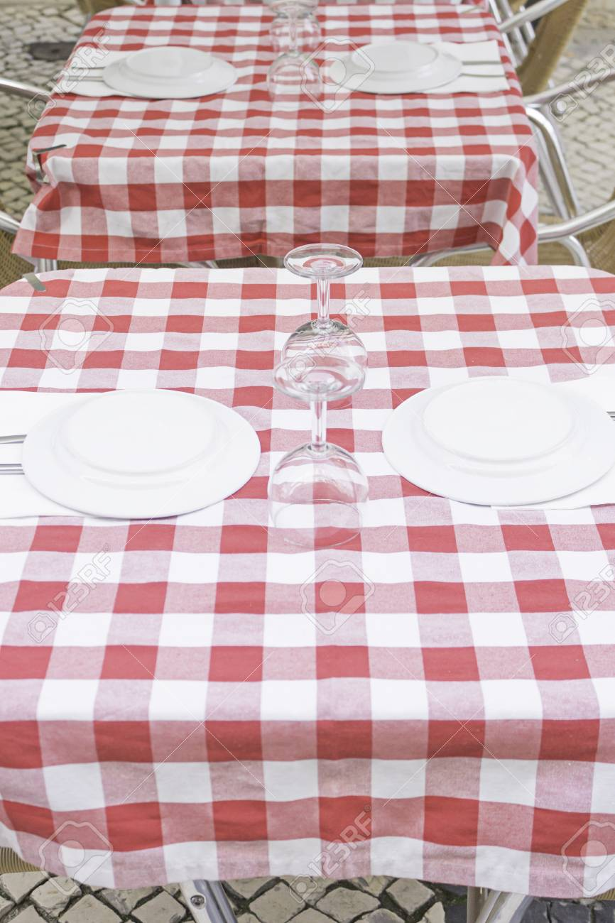Tovaglie Per Tavoli Da Bar.Immagini Stock Tavolo Da Bar Con Ristorante Tovaglia Ospitalita