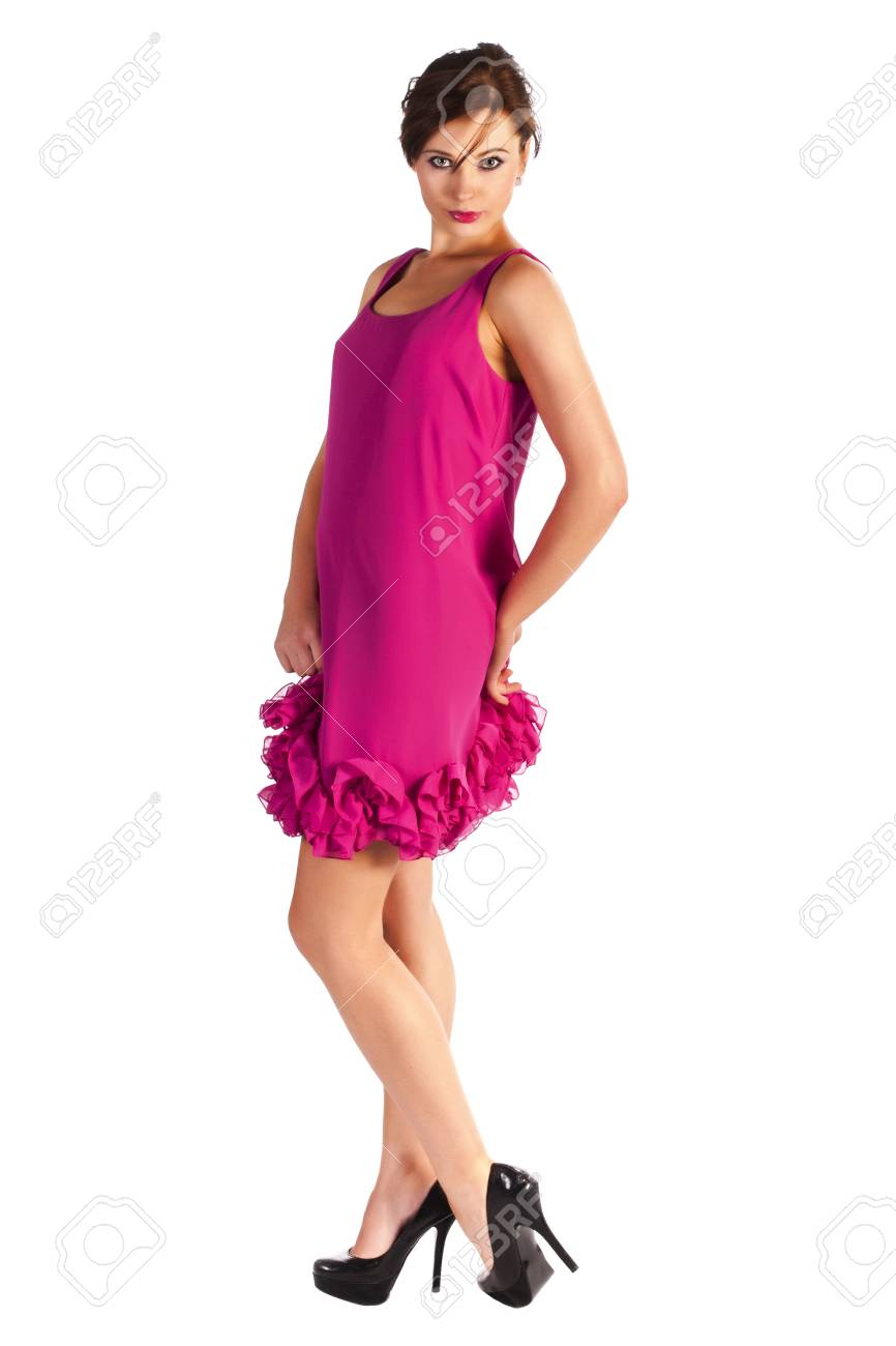 sports shoes 01e29 80e16 Giovane e sexy modello della donna in abito nero e scarpe rosa con i tacchi  in posa
