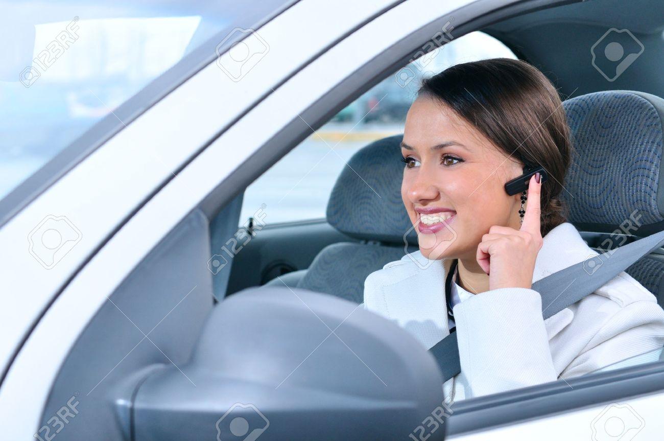 Hasil gambar untuk berkendara dengan wireless headset