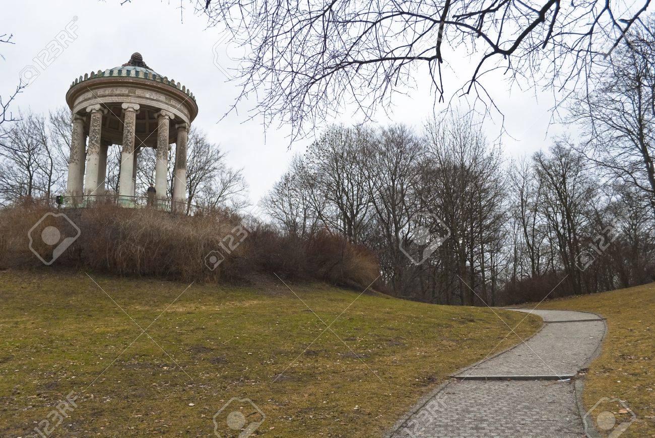 Pavillon Im Park In München Englischer Garten Lizenzfreie Fotos