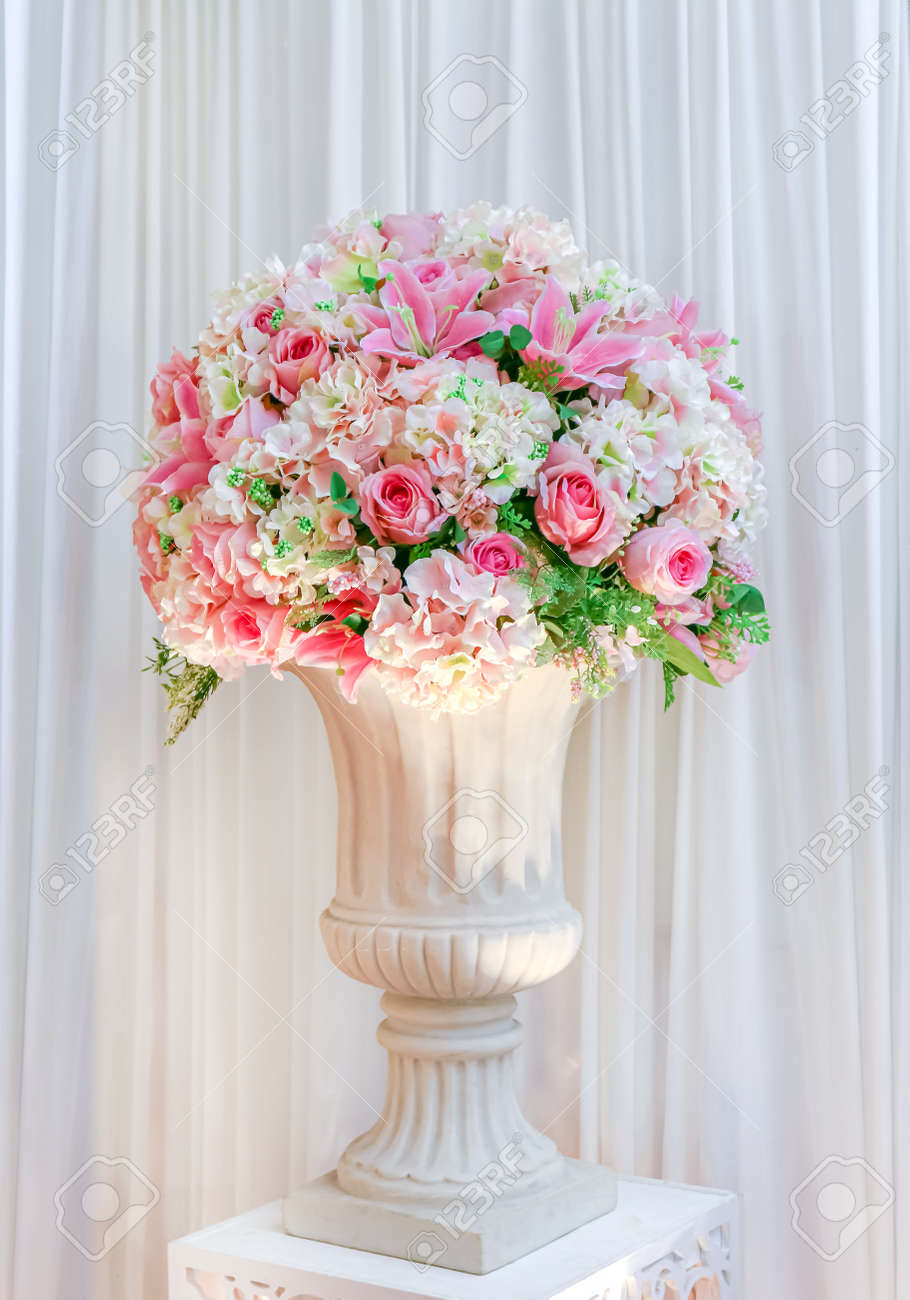 flower bouquet rose on the vase for decoration wedding event - 169183490