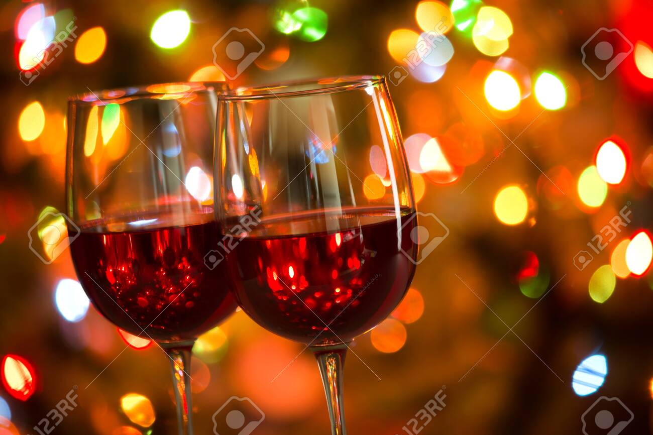 Crystal glasses of wine on the background of Christmas lights - 133410759