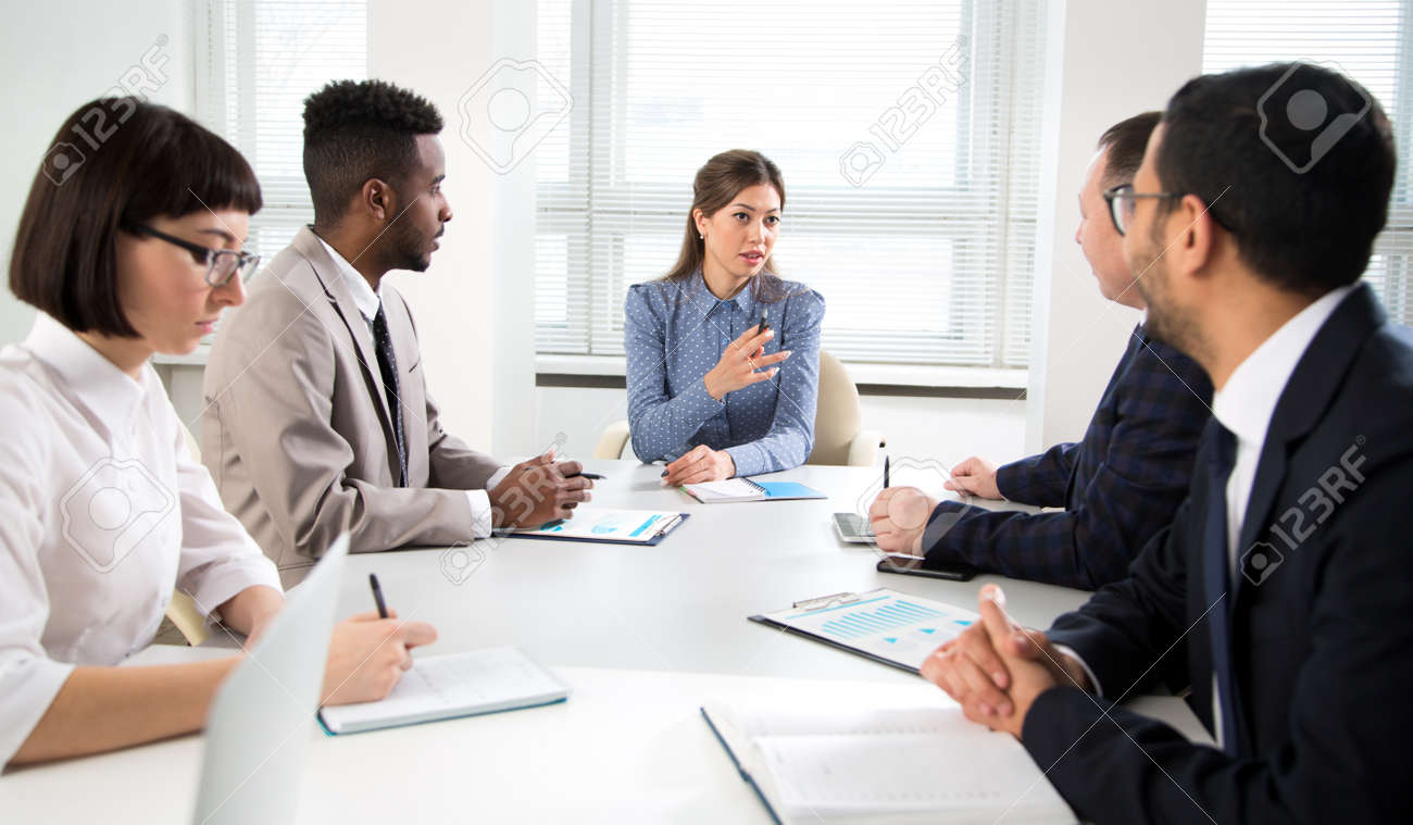 Businesswoman explains to colleagues a new project in the modern office - 144047460