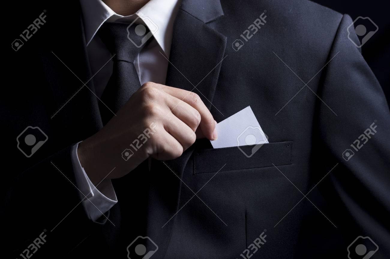 Homme Daffaires Choisir Carte De Visite Fond Noir Isol Banque D