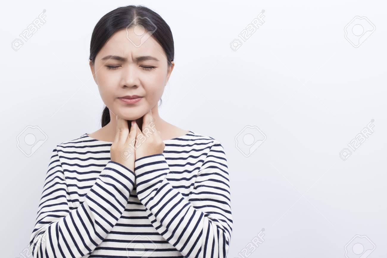 Woman has sore throat - 60762918