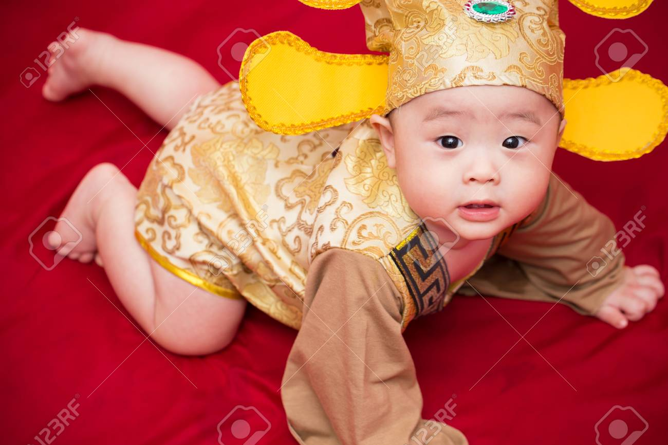 Asian baby in costume king of china cosplay Stock Photo - 69281471  sc 1 st  123RF.com & Asian Baby In Costume King Of China Cosplay Stock Photo Picture And ...