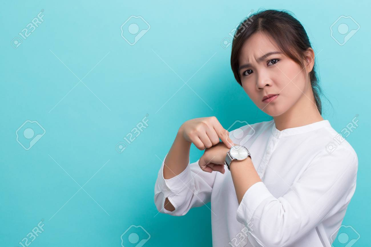 """Asian woman ask """"what time is it"""" - 71379705"""
