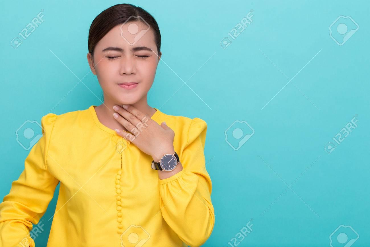 Woman has sore throat - 74496699