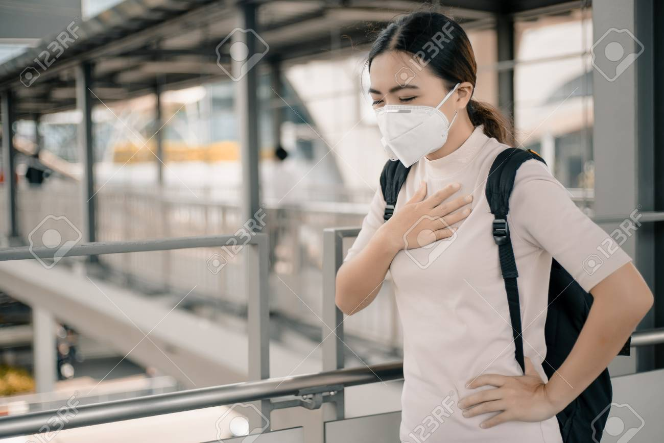 Woman wearing the N95 mask - 117411752