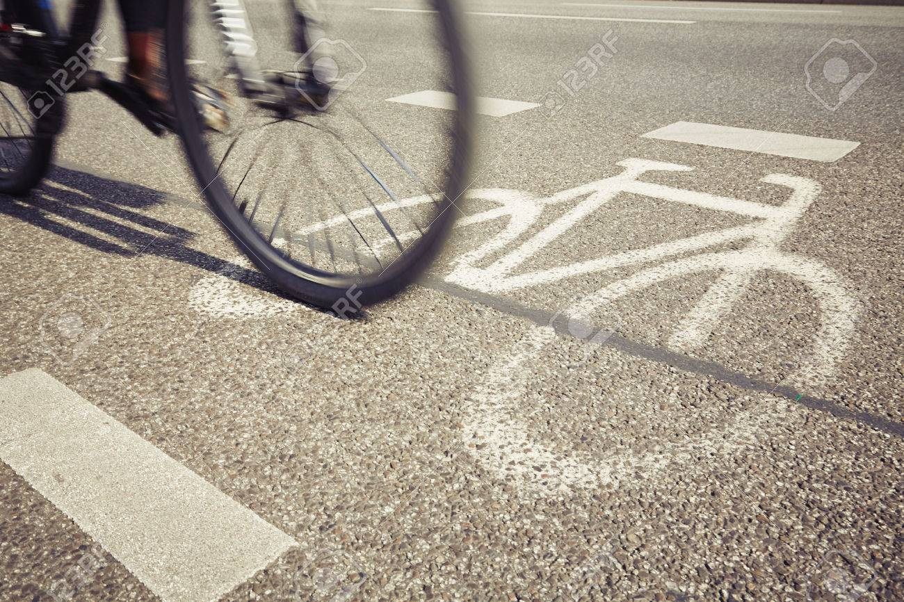 Cyclist on the cycle lane - blurred motion Standard-Bild - 44849277