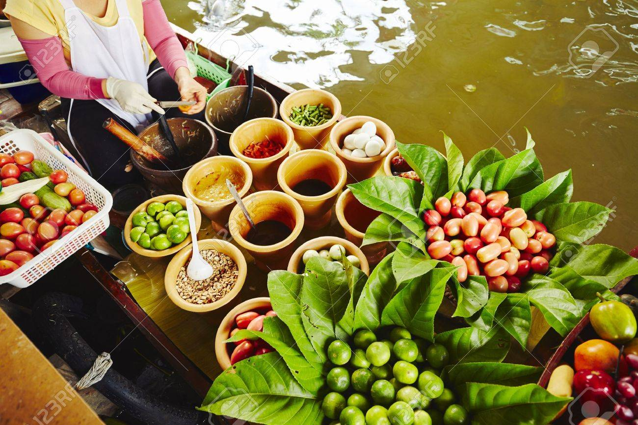 Cuisine on the boat -  Bangkok, Thailand Standard-Bild - 51112660