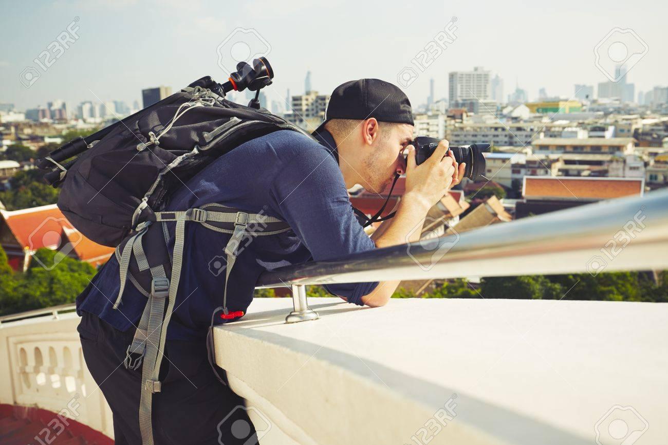 Young photographer is taking photos in Bangkok, Thailand Standard-Bild - 50765655