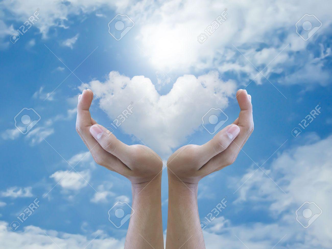 Hand holding heart cloud Stock Photo - 15168480