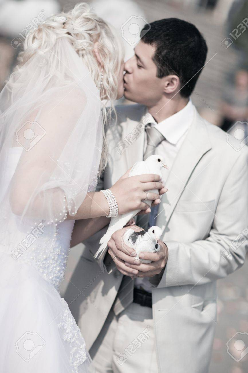 Young wedding couple. Focus on pigeons. Stock Photo - 7676715