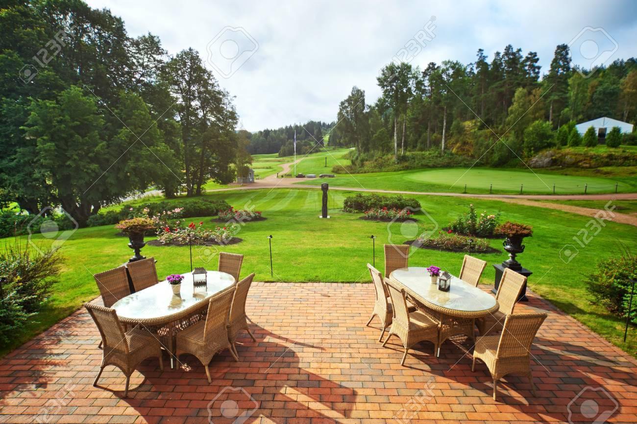 schoner garten terrasse, schöner garten landschaft von der terrasse. lizenzfreie fotos, Design ideen