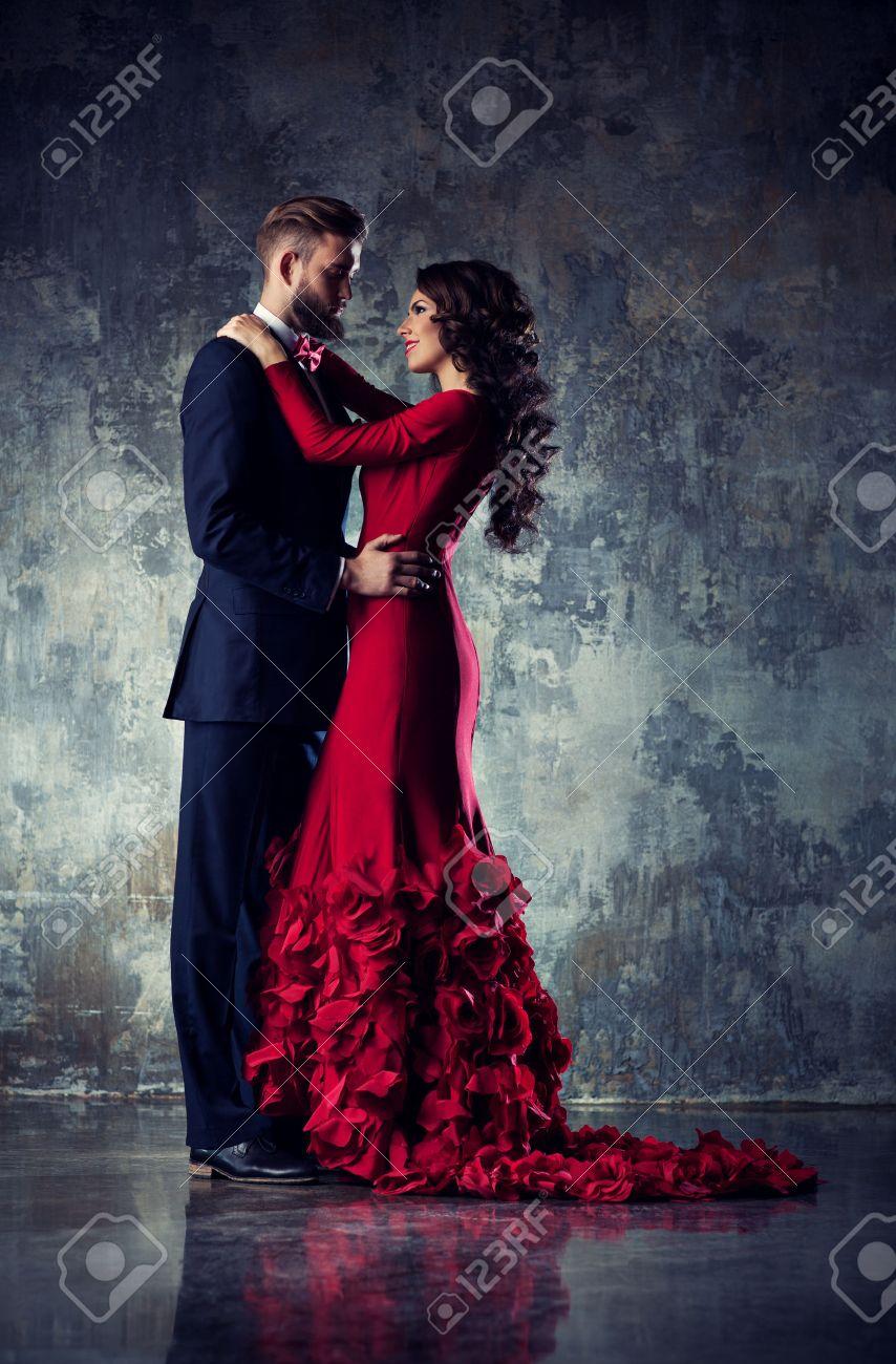Soirée Élégante De PortraitFemme Jeune Couple Robe Amoureux En v8NmnO0w