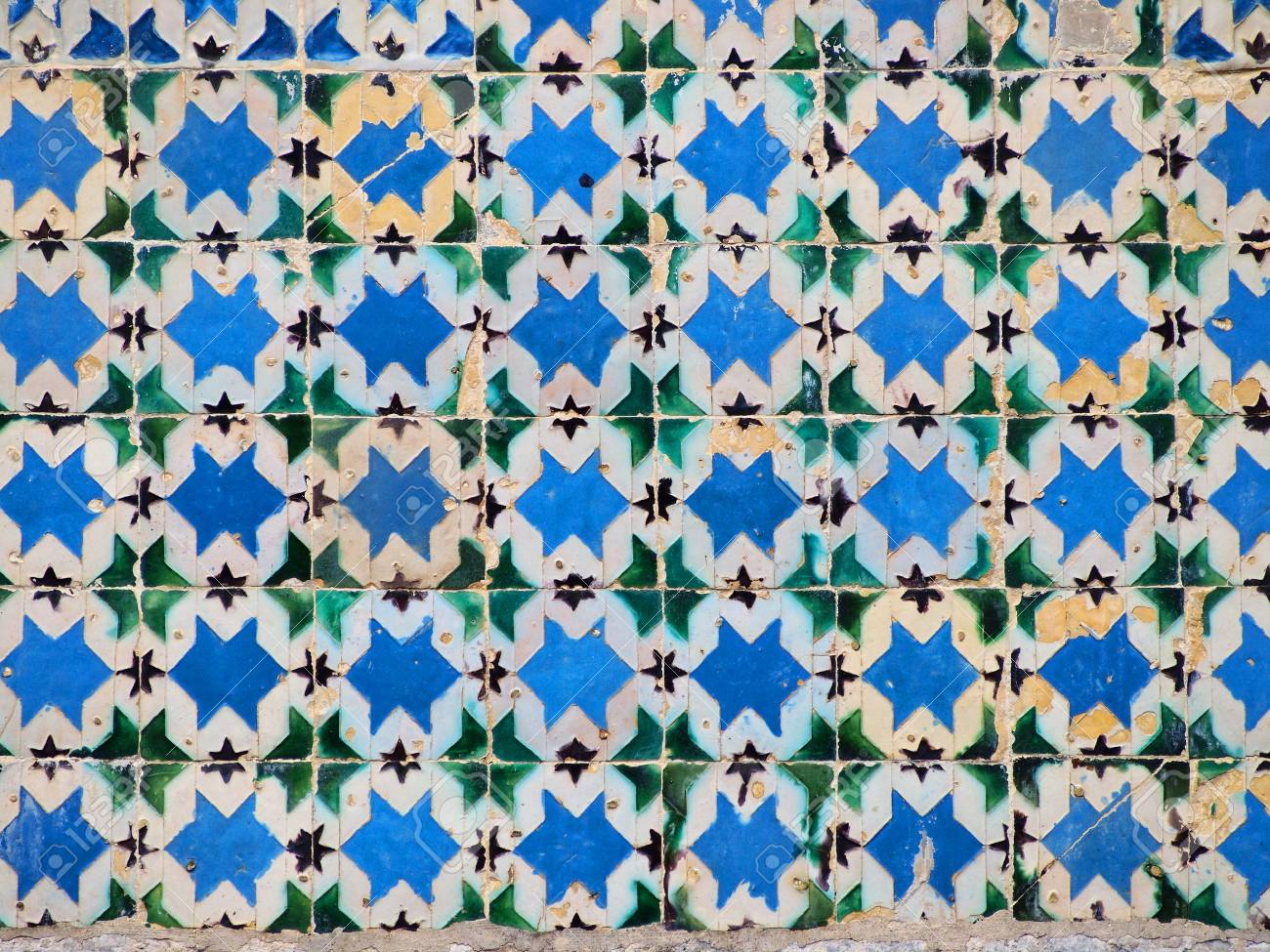 Portuguese Ceramic Tiles - Houses Built In A Traditional Style ...