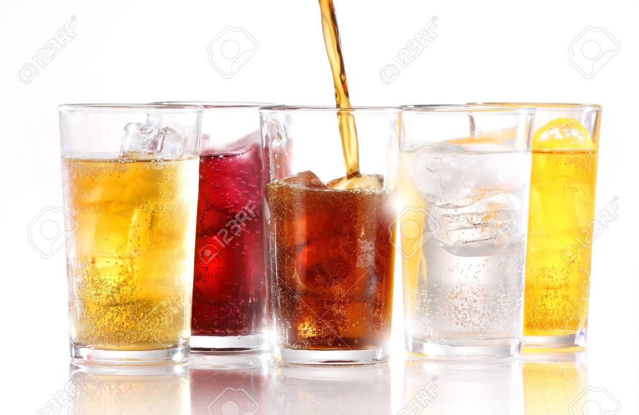Alkoholfreie Getränke Mit Eis Gegossen Wird Lizenzfreie Fotos ...