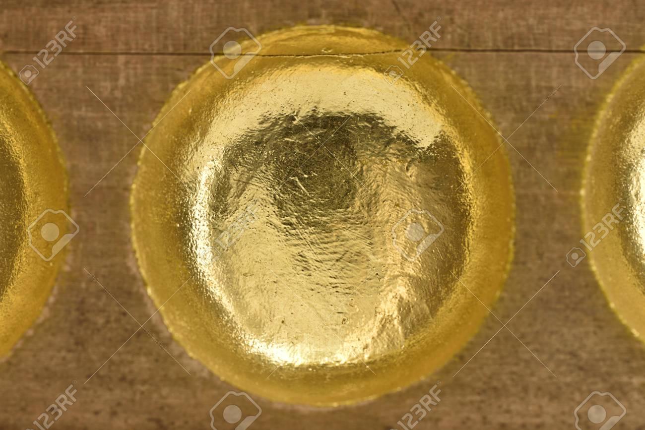 木の穴のほくろにねじ曲げる の写真素材・画像素材 Image 40061237.