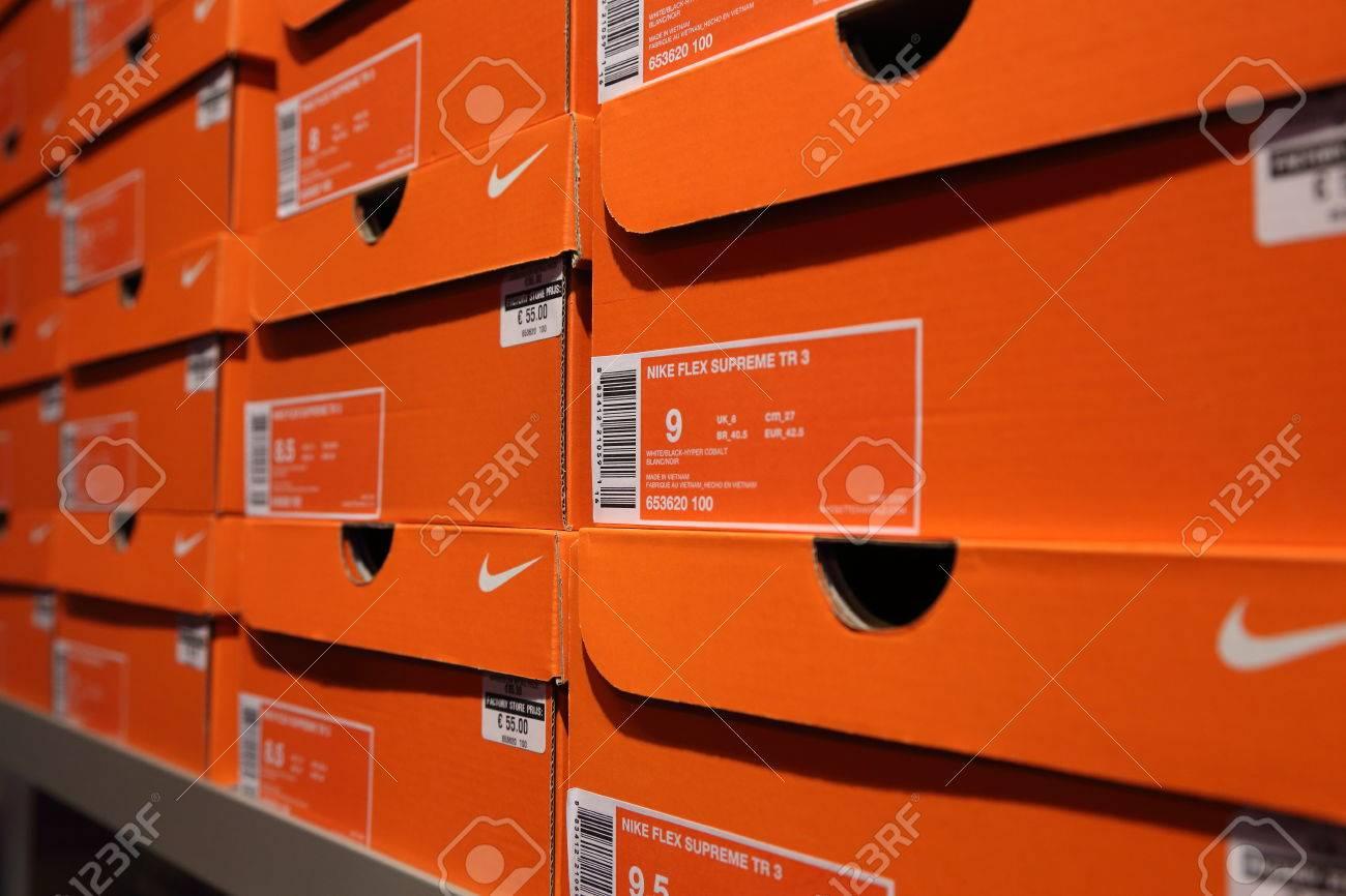 Cajas Salida Nike 17 De Zapatos Bélgica OctubreFondo 0OPXNn8wk