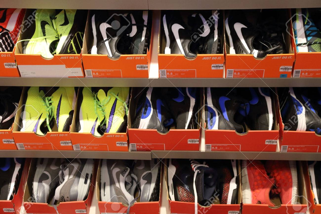 Íncubo Ministro dominar  BELGIUM - OCTOBER 17: Background Of Nike Shoes Boxes At Maasmechelen..  Stock Photo, Picture And Royalty Free Image. Image 47302316.