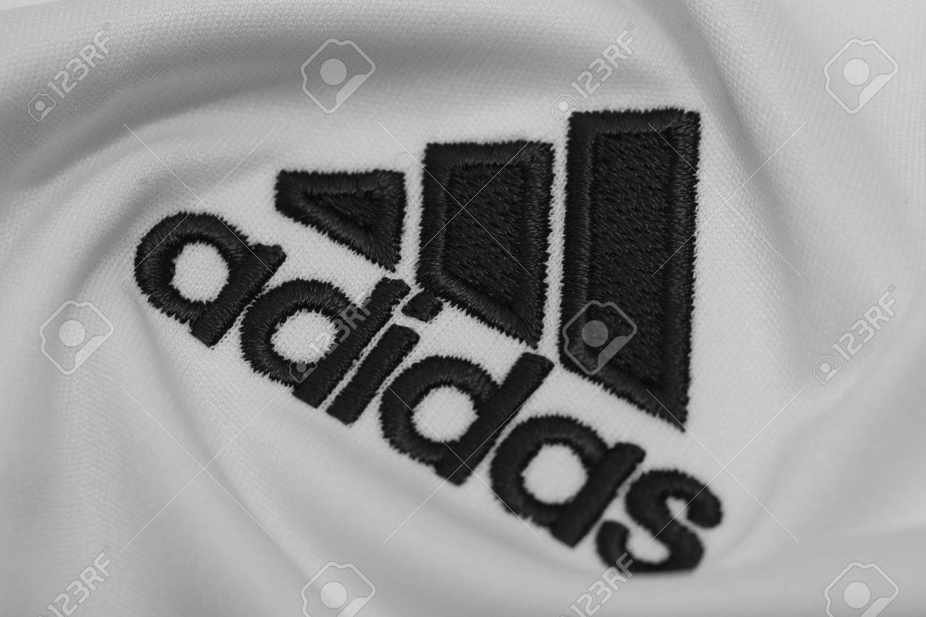 bombilla Agarrar navegador  BANGKOK, THAILAND - JULY 15: The Logo Of Adidas On Football.. Stock Photo,  Picture And Royalty Free Image. Image 82385198.