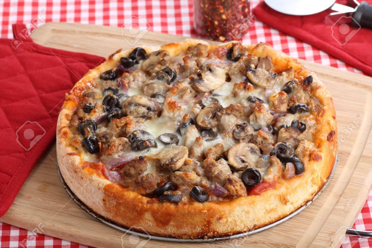 Пицца с грибами с колбасой и грибами рецепт пошагово